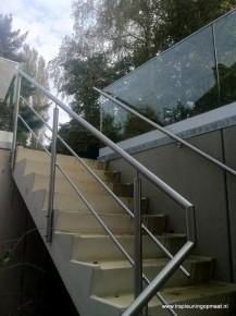 Roestvrijstalen traphek muurleuning en glazen balustrade