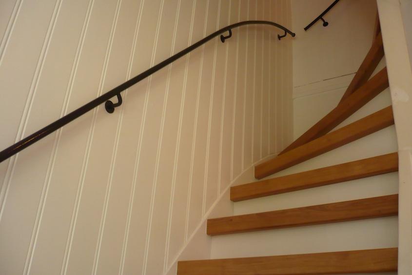 Trap met smeedijzeren trapleuning trapleuning op maattrapleuning op maat - Leuning smeedijzeren trap ...